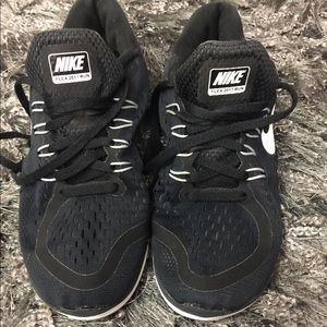 Nike flex 2017 black and white sneakers